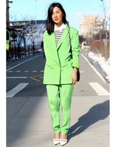 Street Style Fashion Week New York tailleur pantalon vert pistache