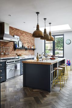 URBAN GLAMOUR #33   Livingetc Open Plan Kitchen, New Kitchen, Kitchen Dining, Kitchen Decor, Awesome Kitchen, Kitchen Brick, Stylish Kitchen, Island Kitchen, Rustic Kitchen