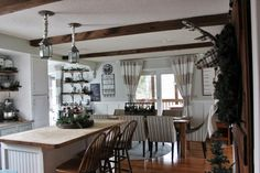 Christmas KItchen ** Learn more by visiting the image link. Kitchen Dining, Dining Room, Stylish Kitchen, Christmas Kitchen, Country Decor, Farmhouse, Diy Crafts, Table, Kitchens