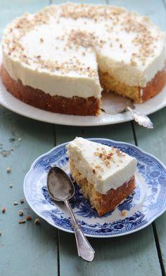 Porkkanajuustokakku   Maku Cheesecake Recipes, Dessert Recipes, Sweet Pastries, Sweet And Salty, Let Them Eat Cake, Yummy Cakes, No Bake Cake, Love Food, Baked Goods