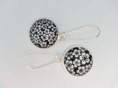 Boucles d'oreilles pendantes et cabochon en verre 20 mm. Papier japonais noir et blanc.. : Boucles d'oreille par pour-dire-merci