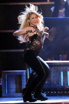Her hips don't lie, but you'd think we are lying when we say superstar Shakira is She looks far Milan Pique, Divas, Curls For Long Hair, Celebrity Biographies, Instagram Bio, Becky G, Clip In Hair Extensions, Celebs, Celebrities