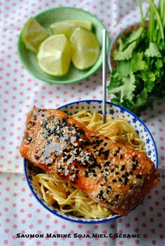 salmon marinated with honey and soy sauce Seafood Recipes, Cooking Recipes, Nordic Recipe, Asian Recipes, Healthy Recipes, Marinated Salmon, Mediterranean Recipes, Fish And Seafood, No Cook Meals