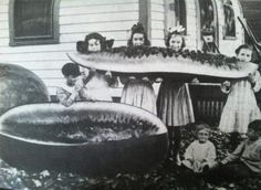32 COMPELLING, STRANGE & ODD PHOTOS THROUGHOUT HISTORY