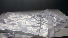 Fronha em cetim branco com barrado inglês