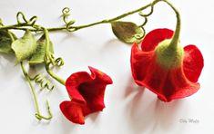 mafiz.de - Doppelte rote gefilzte Blüten, als Dekoration für das Fenster