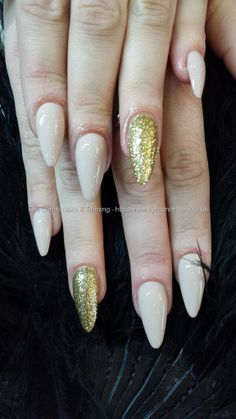 nude+stiletto+nails+with+glitter+ring+finger