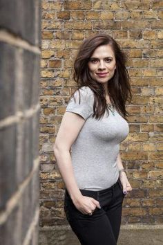 22 Super Hot Photos Of Hayley Atwell AKA Peggy Carter - Animated Times - Celebs Hayley Atwell, Hayley Elizabeth Atwell, Beautiful Celebrities, Most Beautiful Women, Beautiful Actresses, Super Hot Photos, Peggy Carter, Jolie Photo, Hottest Photos