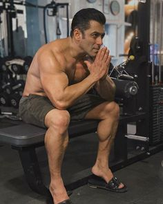 Amid Coronavirus threat, Salman Khan suggests we go for 'Namaste' instead of shaking hands Salman Khan Young, Race 3 Salman Khan, Salman Khan Photo, Shahrukh Khan, Bollywood Stars, Bollywood News, Bollywood Fashion, Bollywood Actress, Namaste