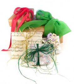 This is a guide about recycled gift wrap ideas. Reusing gift wrap or wrapping gifts in recycled paper is a great way to not add more paper to the landfill. Share your ideas for using recycled or reusing gift wrap. Gift Wrapping Paper, Christmas Gift Wrapping, Wrapping Ideas, Creative Christmas Gifts, Holiday Crafts, Holiday Wreaths, Holiday Decor, Recycled Gifts, Recycled Materials