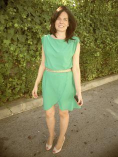Un Workingoutfit básico: vestido de H&M, cinturón de Sfera, sandalias de Lurueña.