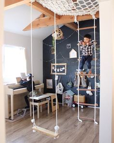冒険ライフを楽しみたい大人も子供も必見☆おうちを秘密基地にしよう! | folk Loft Playroom, Indoor Playroom, Minimalist Bedroom Small, Creative Kids Rooms, Small Apartment Interior, Kids Room Design, Kids Corner, Kid Spaces, Kid Beds