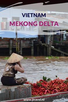De Mekong Delta is erg vlak en heel groen en vruchtbaar.  Er zijn overal markten waar de lokale producten worden verkocht. Dit zijn zowel drijvende markten als markten aan wal in de diverse plaatsen in de delta. De varende huizen zijn hier een apart verschijnsel. Hier lees je meer over de Mekong Delta. Lees je mee? #mekong #mekongdelta #drijvendemarkt #vietnam #jtravelblog #jtravel
