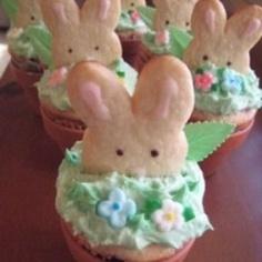 Peeking Easter Bunny Cookie+Cupcake. <3