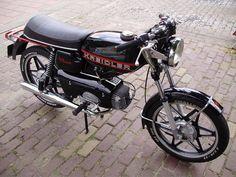 black is beautifull Vintage Moped, Custom Moped, Dj Gear, Motor Scooters, 50cc, Old Bikes, Honda Cb, Mini Bike, Motorcycle Bike