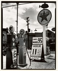 Texaco Station, Tremont Avenue and Dock Street, Bronx, New York, 1936 by Berenice Abbott Old Gas Pumps, Vintage Gas Pumps, Vw Vintage, Vintage Stores, Vintage Signs, Vintage Items, Berenice Abbott, Old Photos, Vintage Photos