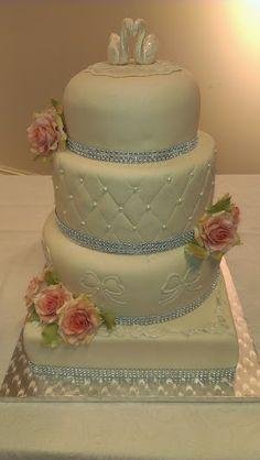 Weddingcake bryllupskake watch at: https://www.facebook.com/pages/Mycake/518427724909847