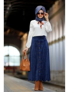 Stylish Skirt with Blouse Outfit Fashion for Hijabie Look – Girls Hijab Style & Hijab Fashion Ideas Hijab Casual, Hijab Outfit, Long Blouse Outfit, Bluse Outfit, Hijab Chic, Street Hijab Fashion, Arab Fashion, Islamic Fashion, Muslim Fashion