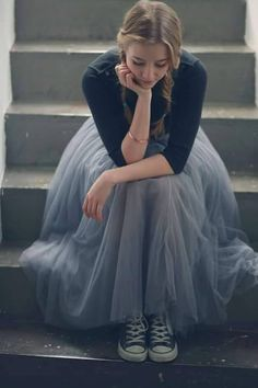 .grey tulle skirt converse shoes