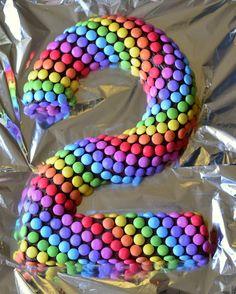 gateau anniversaire 2 deux ans raibow cake simple facile et rapide gateau smarties gateau au yaourt revisité en forme de chiffre (4)
