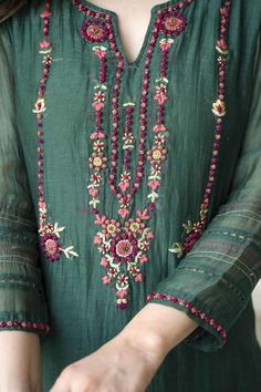 Embroidery On Kurtis, Hand Embroidery Dress, Kurti Embroidery Design, Embroidery Fashion, Folk Embroidery, Embroidery Patterns, Embroidery Stitches, Kurti Neck Designs, Kurta Designs Women