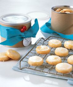 Glazed Lemon Cookies by Real Simple. MyRecipes recommends that you make this Glazed Lemon Cookies recipe from Real Simple Lemon Desserts, Lemon Recipes, Köstliche Desserts, Dessert Recipes, Easter Desserts, Water Recipes, Plated Desserts, Easy Recipes, Delicious Cookie Recipes