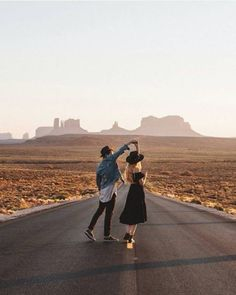 Pin by vven toh on pre wedding photoshoot travel couple, adventure couple, coup Photo Couple, Couple Shoot, Travel Pictures, Travel Photos, Love Photography, Travel Photography, Bohemian Photography, Pinterest Photography, Photography Studios