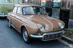 #Renault #Ondine au salon de Reims. Reportage complet : http://newsdanciennes.com/2016/03/13/grand-format-les-belles-champenoises-depoque-2016/ #ClassicCar #Vintage #Car #Voiture #Ancienne