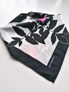 Marimekko Finland Ruusupuu vintage black and pink   Etsy Vintage Love, Etsy Vintage, Vintage Black, Vintage Shops, Vintage Items, Antique Shops, Vintage Pins, Antique Items, Vintage Decor