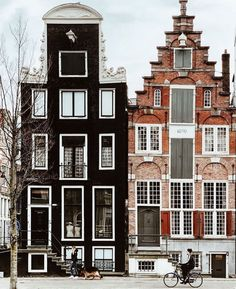 28 Stunningly Beautiful Pictures of Amsterdam Beautiful Architecture, Beautiful Buildings, Art And Architecture, Beautiful Places, Beautiful Pictures, Stunningly Beautiful, Amsterdam Houses, Amsterdam Netherlands, Wonders Of The World