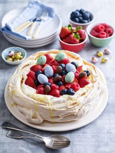 BerryWorld Mixed Berry Pavlova For Easter - Claire Justine Easter Lunch, Easter Food, Easter Eggs, Meringue Desserts, Mixed Berries, Anna Pavlova, Dinner Party Recipes, Chocolate Treats, Easter Cookies