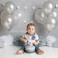 Ideas for baby fotos ideas cake smash Boys 1st Birthday Cake, 1st Birthday Photoshoot, 1st Birthday Pictures, Baby Cake Smash, Baby Boy Cakes, Smash Cakes, Cake Smash Photography, Photography Ideas, Cake Smash Photos