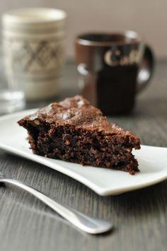 Itt a diós sütik ideje is!! Ha pedig a dió egy kis rummal és sok csokival társul, akkor abból csak valami nagyon finom sülhet ki: gluténmentes csokitorta.