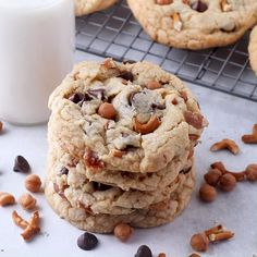 Cookie recipes 45036065011254747 - Sweet, salty, crunchy and soft, these kitchen sink cookies have it all. Full of caramel, chocolate and even bits of pretzel. They are based off the popular Panera cookies and they are delicious. Source by CookingwCarlee Easy Chocolate Chip Cookies, Chocolate Chip Recipes, Yummy Cookies, Yummy Treats, Heath Bar Cookies, Best Oatmeal Raisin Cookies, Brown Butter Cookies, White Chocolate Cranberry Cookies, Salted Caramel Cookies