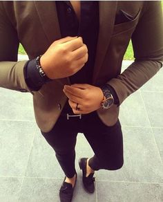 Consider teaming a brown blazer jacket with black slim jeans to achieve a dressy but not Mens Fashion Blazer, Suit Fashion, Fashion Black, Mens Blazer Styles, Brown Blazer, Black Skinnies, Black Pants, Blazer With Jeans, Dress Black