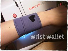 Picture of Wrist Wallet - Quick and Easy - For Running