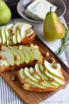 Pear and Gorgonzola Brioche Toast, a perfect appetizer for any of your Fall gatherings - Find this easy recipe on http://NotEnoughCinnamon.com #holidays #thanksgiving #christmas