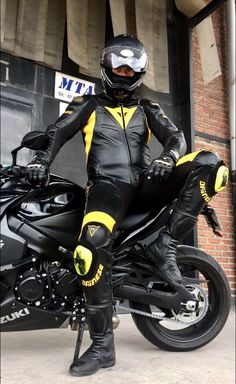 Motorbike Clothing, Motorcycle Wear, Motorcycle Leather, Sexy Biker Men, Bike Leathers, Biker Gear, Black Clover Anime, Motorbikes, Leather Men