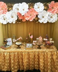 Beautiful golden sweet table for a very classy girl.  Linda mesa de dulces en…