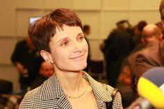 """""""Provokationen schaffen Aufmerksamkeit und mediales Zeitfenster"""": Frauke Petry erläutert AfD-Strategie - http://www.statusquo-news.de/provokationen-schaffen-aufmerksamkeit-und-mediales-zeitfenster-frauke-petry-erlaeutert-afd-strategie/"""