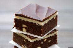 A keksz és a csokoládé tökéletes összhangja jellemzi leginkább ezt a szuper édességet.  Hozzávalók: a kekszes alaphoz 50 dkg háztartási keksz 5 dkg marcipán[...]