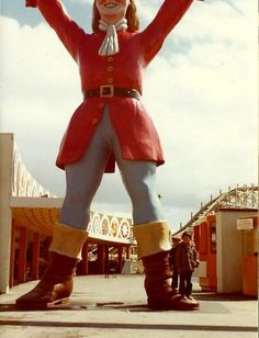 A Giant called Tom Thumb use to support the mono rail at Blackpool Pleasure beach in the - I remember him from them good old days. Blackpool Promenade, Blackpool Uk, 1980s Childhood, Childhood Memories, Blackpool Pleasure Beach, British Seaside, Morecambe, Beautiful Castles, Great British