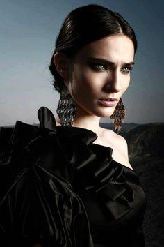 Turkish Actress, Saadet Işıl Aksoy | #Black #Edgy