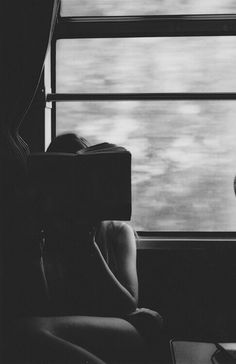 Train travel, but the book would be competing with the window.as much as I love to read, I love watching he scenery go by out of a train window Good Books, Books To Read, Reading Books, Girl Reading, My Sun And Stars, Chant, By Train, Train Car, Train Travel