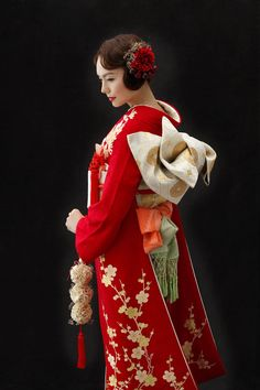 Japanese Hairstyle Traditional, Traditional Kimono, Traditional Dresses, Kimono Japan, Japanese Kimono, Kimono Design, Japanese Costume, Wedding Kimono, Japanese Outfits