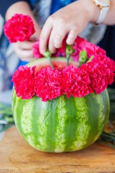 Make this awesome DIY watermelon flower centerpiece and wow all of the guests are your summer parties! Get the how-to at The Sweetest Occasion Watermelon Centerpiece, Watermelon Flower, Baby Shower Watermelon, Watermelon Birthday Parties, Summer Birthday, Girl First Birthday, Luau Party, First Birthday Parties, Birthday Party Themes