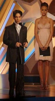 Prince accepts the Male R&B Award from actress Mo'Nique (not pictured) and singer Rihanna onstage at the 2006 BET Awards at the Shrine Auditorium on June 2006 in Los Angeles, California. Mavis Staples, Prince And Mayte, My Prince, Sheila E, Purple Rain, Rihanna, Madonna, Minnesota, The Artist Prince