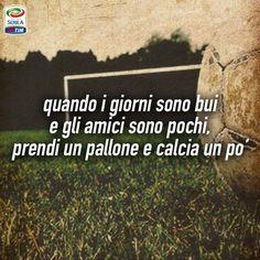 Ci basta un #pallone per essere felici! #IlCalcioèDiChiLoAma #passionecalcio #calcio #vita #felicità