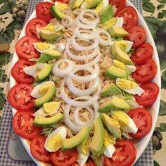 Ensalada De Bacalao Cod fish Salad with tomatoes and avocado Comida Boricua, Boricua Recipes, Puerto Rican Cuisine, Puerto Rican Recipes, Cuban Recipes, Great Recipes, Dinner Recipes, Puerto Rico Food, Dominican Food