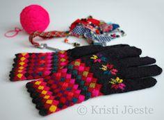 Estonian gloves by Kristi Joeste.